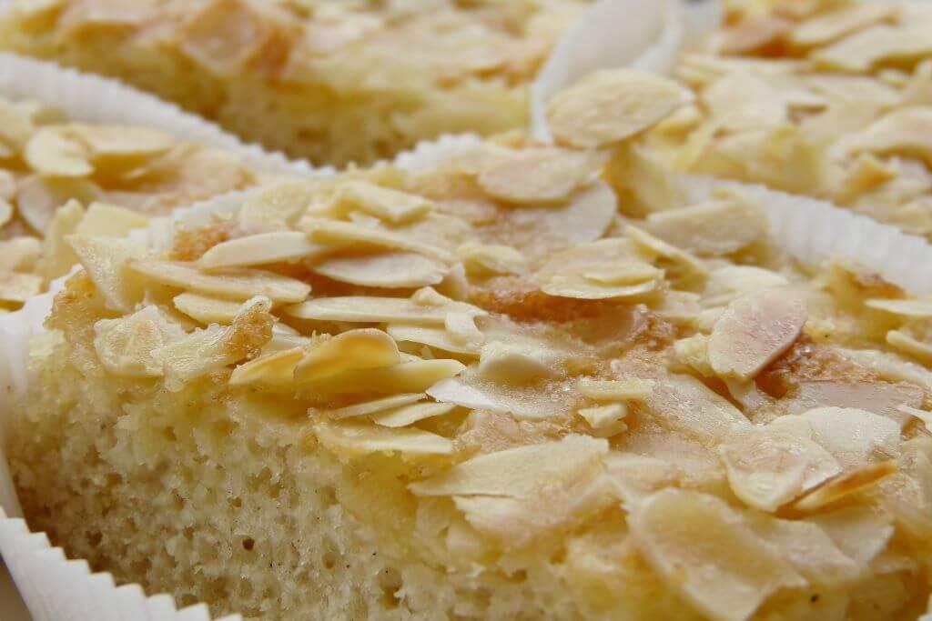 Gâteau moelleux à la rhubarbe